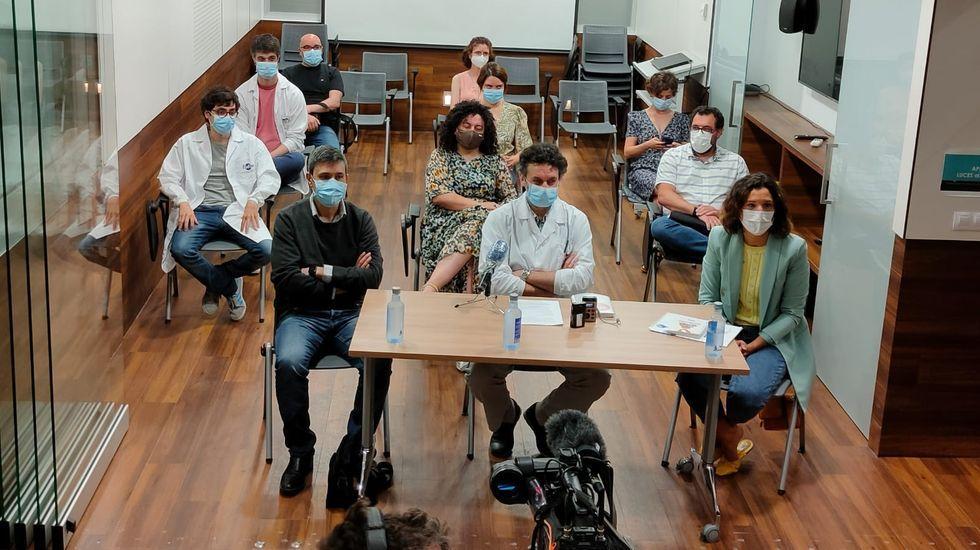 Galicia se pone la mascarilla.Paciente accediendo al servicio de urgencias del Hospital Clínico de Santiago