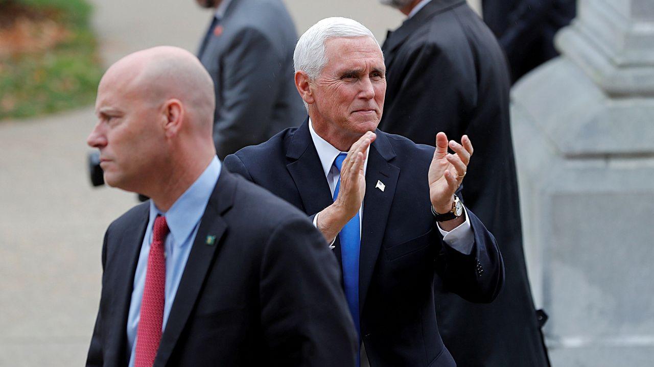 El vicepresidente Pence, junto al jefe de su gabinete, Marc Short, en una foto de archivo
