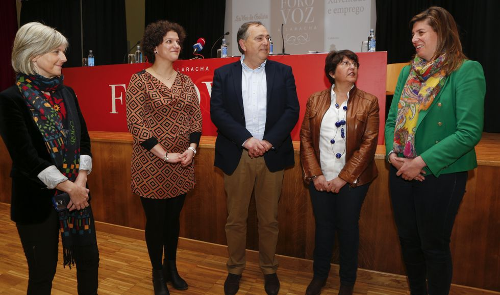 Covadonga Toca, Alicia Blanco, José Manuel López, María del Carmen Fernández y Cecilia Vázquez, el jueves, antes de intervenir en Foro Voz.