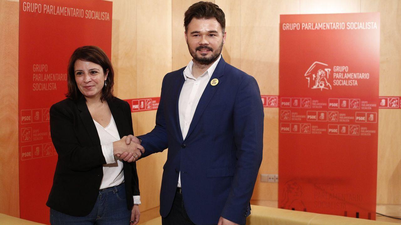 Foto de archivo de Adriana Lastra, vicesecretaria general del PSOE, y Gabriel Rufián, portavoz de ERC en el Congreso