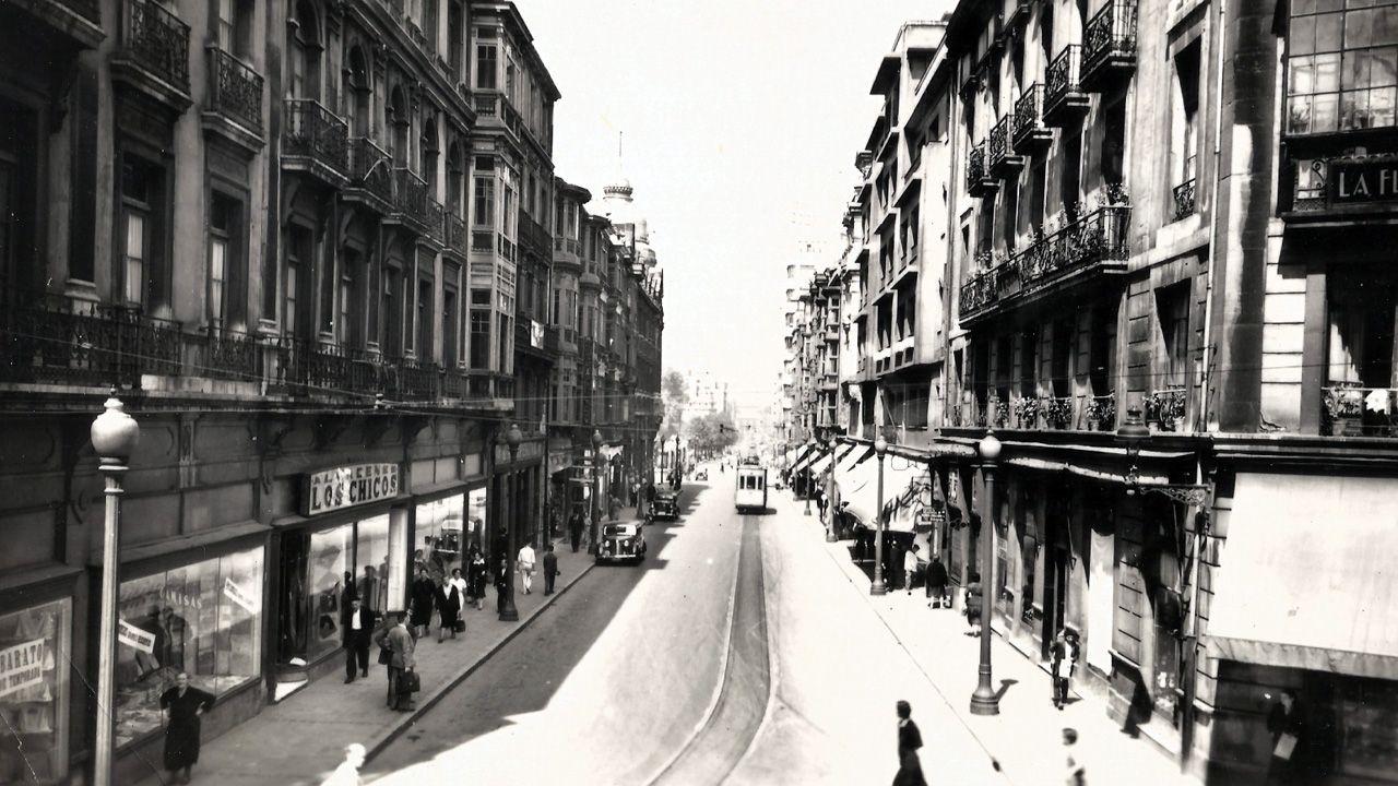 En la esquina superior derecha se aprecia parte del cartel de la Pensión La Flora, en la calle Fruela de Oviedo, donde se alojaba y fue detenido el periodista Luis Sirval un día antes de ser asesinado