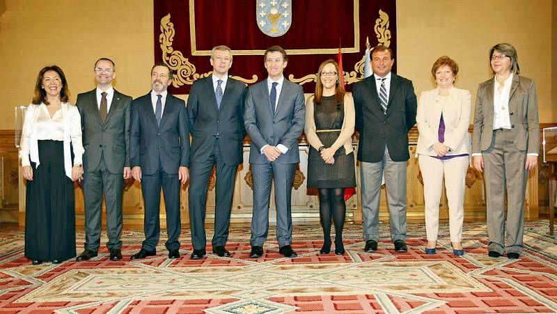 Nuevas caras en el Gobierno gallego.Cirujanos del Chuac realizando un trasplante de riñón.