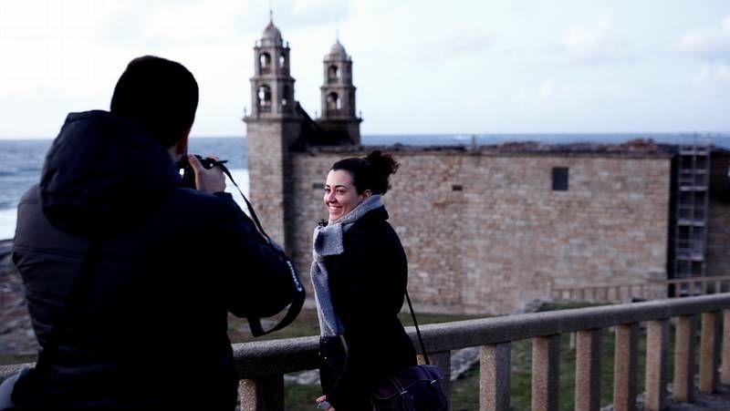 Visitantes, ayer, al entorno del santuario da Barca de Muxía.