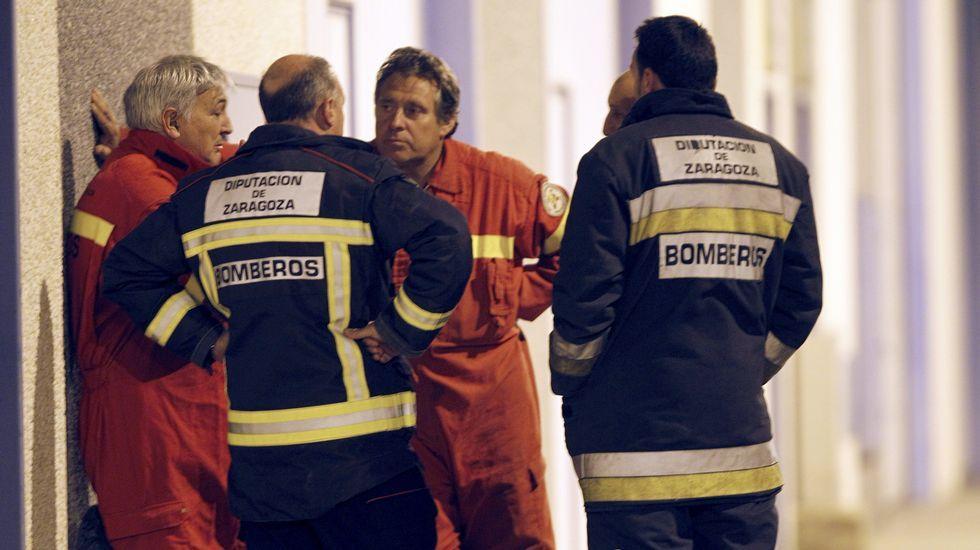 Mueren tres menores en un accidente de tráfico en Zamora.Servicios de emergencias junto a la nave industrial de Figueruelas donde se ha atrincherado un hombre