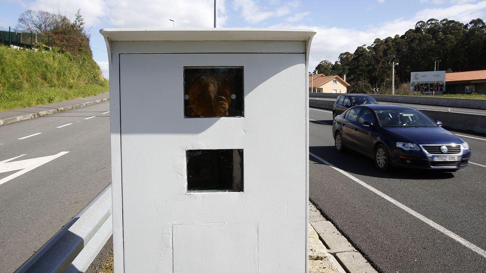 Radar fijo de cabina lateral en la N-VI, en Oleiros