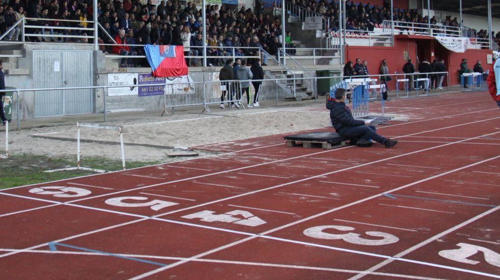 La desescalada en el Multiusos de Sar.La pista de atletismo de Calabagueiros reabre hoy