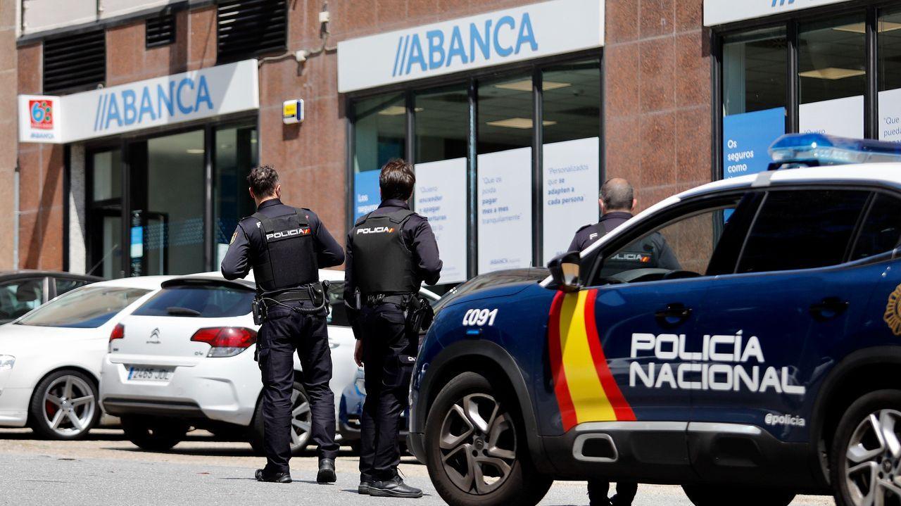 En una imagen de archivo, la Policía Local de Santiago durante una intervención en la ciudad