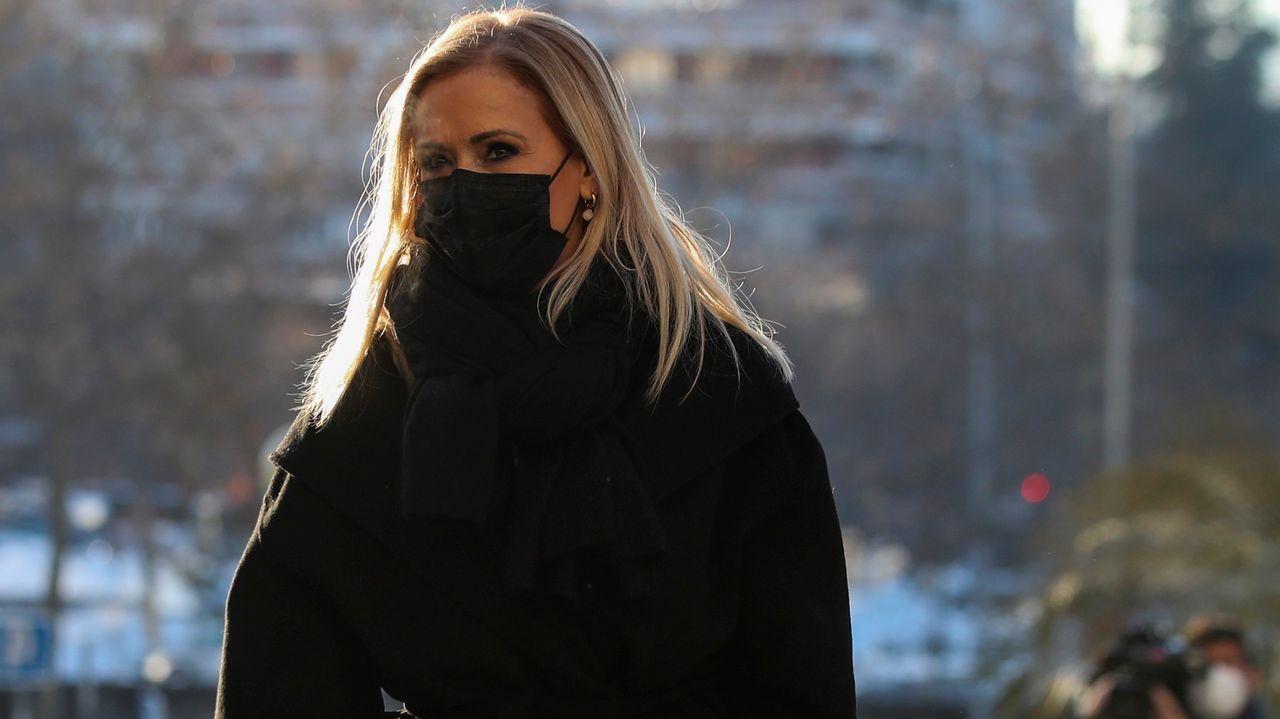 Cifuentes niega haber pedido que falsificaran las actas de su máster.La expresidenta de la Comunidad de Madrid Cristina Cifuentes llegando este lunes a la Audiencia Provincial