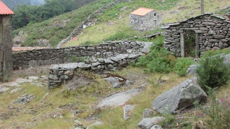 Eira e cabana do Camaño, en Santa Cristiña