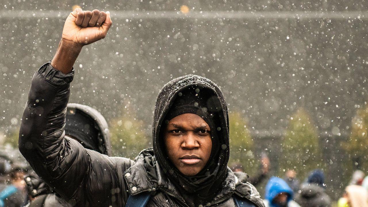 Tercera día de protestas en Brooklyn Center, Mineápolis