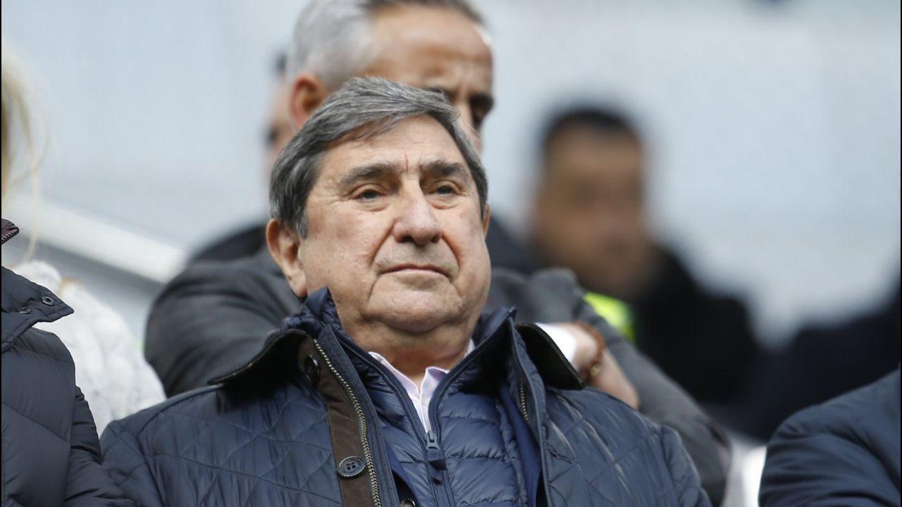 Luis César,un gallego de dilatada trayectoria.Los jugadores del Oviedo tras el encuentro ante el Extremadura