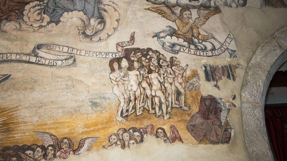 Un detalle de la representación del Juicio Final en los frescos del muro norte de la nave