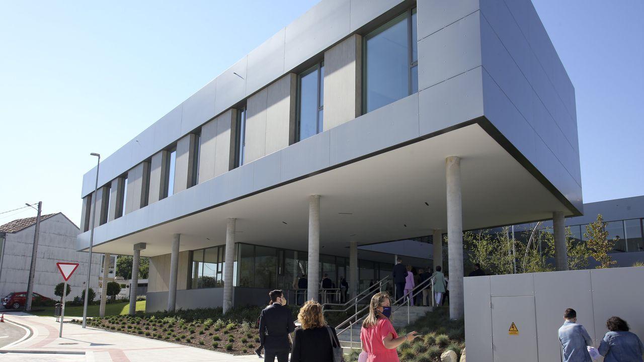 Visita del presidente de la Xunta y la alcaldesa de Narón al nuevo centro de salud.Protesta de plataformas contra los eólicos, convocada por Monfero di non, ante la Delegación del Gobierno en Galicia, en A Coruña, el jueves