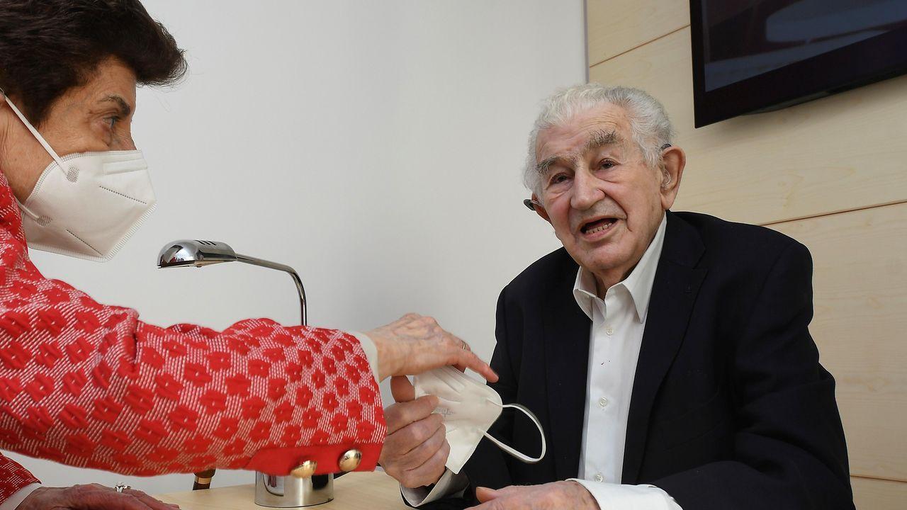 Paisaxes feitas de soños nas terras nas que Europa comeza.El escritor asturiano Antonio Gamoneda celebra su 90 cumpleaños con una fiesta íntima