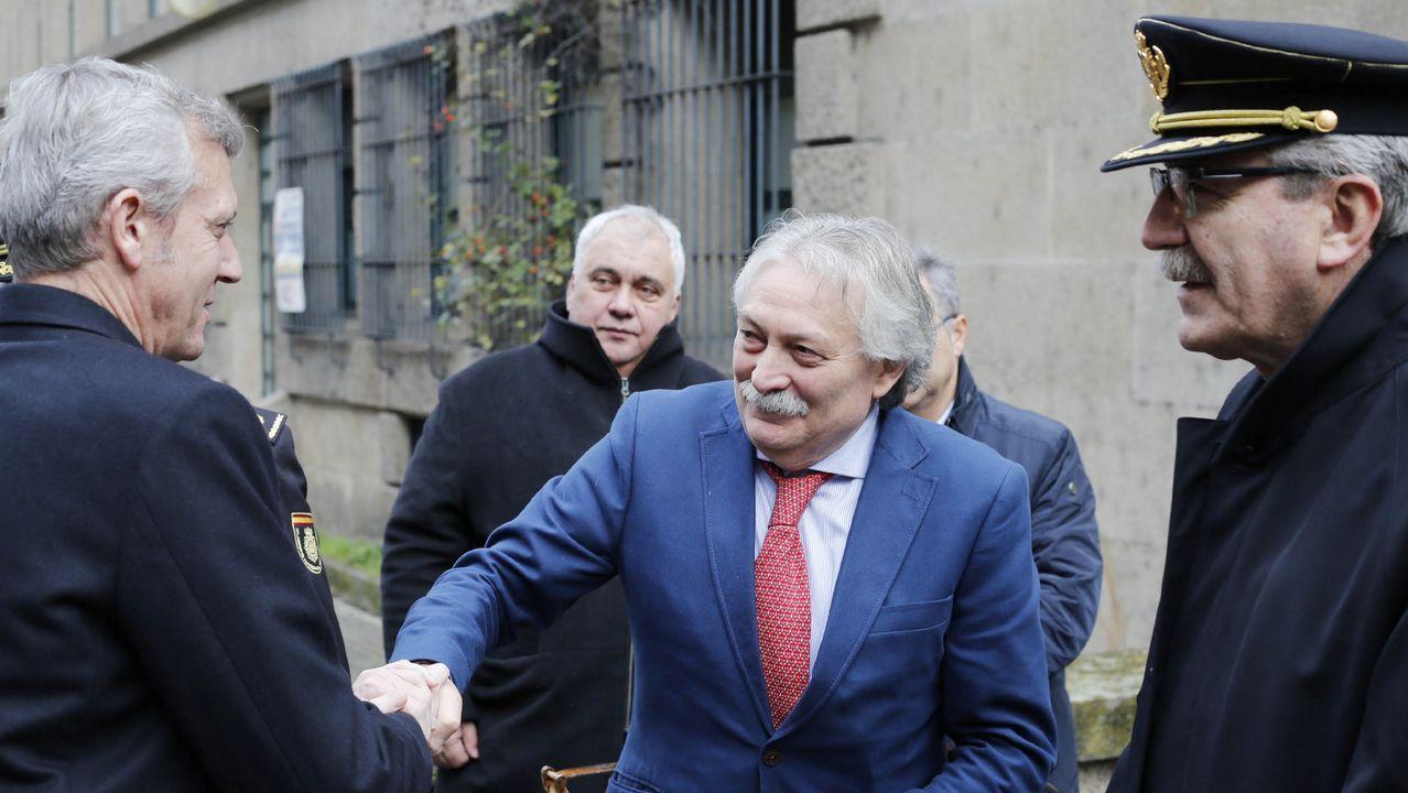 El subdelegado del Gobierno, Emilio González Afonso, saludó a Rueda en presencia del comisario de la Policía Nacional de Ourense