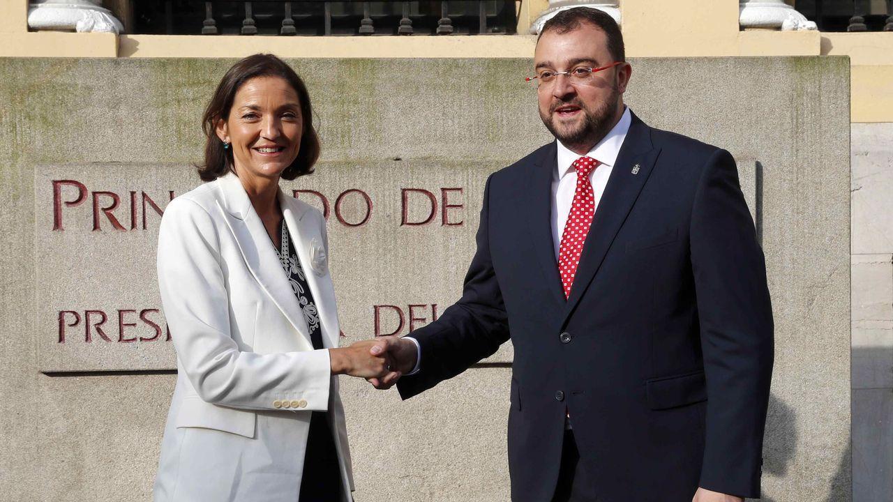 La ministra de Industria, Comercio y Turismo en funciones, Reyes Maroto, y el presidente del Principado, Adrián Barbón,