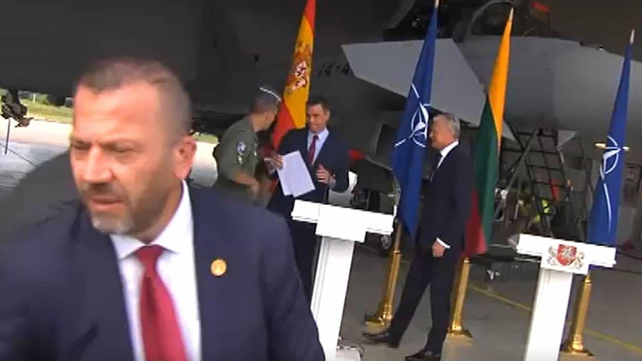 Interrumpida de urgencia la rueda de prensa de Pedro Sánchez en Lituania por una amenaza de las fuerzas rusas.Sede de Microsoft