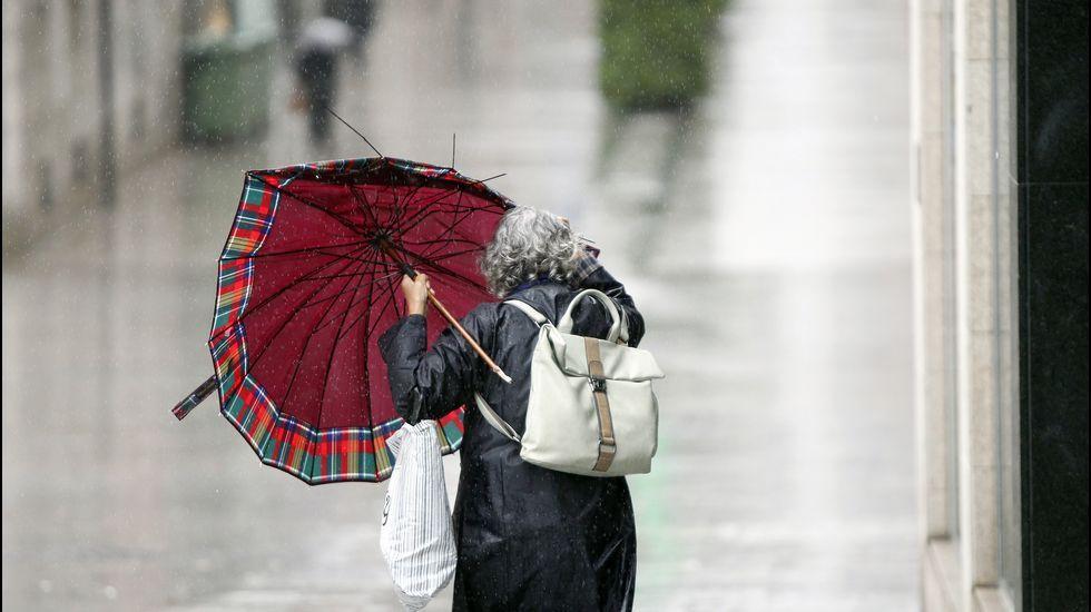 Calor, verano, bochorno, sol.Viento y lluvia en Vigo.