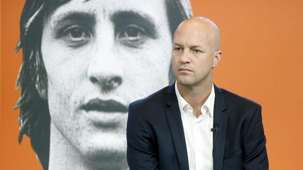 Jordi Cruyff: «Comprendo totalmente a Piqué».Los jugadores del Madrid se trasladaron a la Cibeles en autocar descapotable