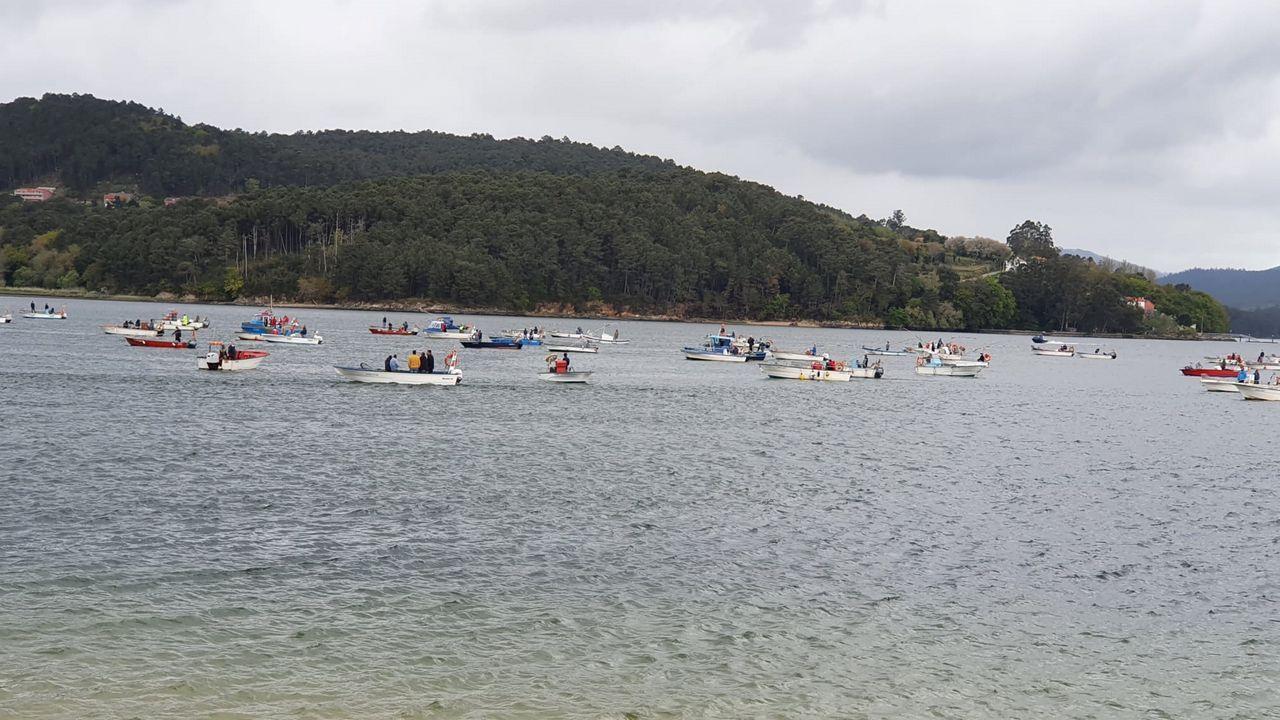 Concentración de la flota de bajura en Noia