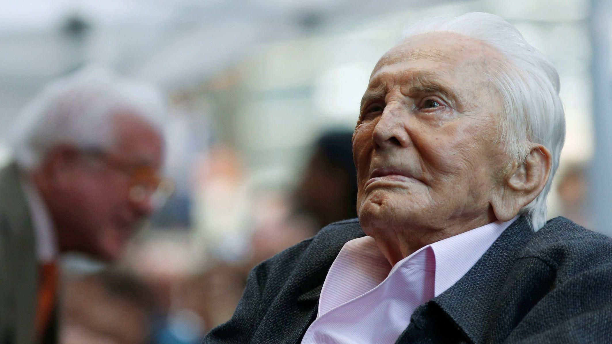 Douglas cumple este 9 de diciembre 103 años