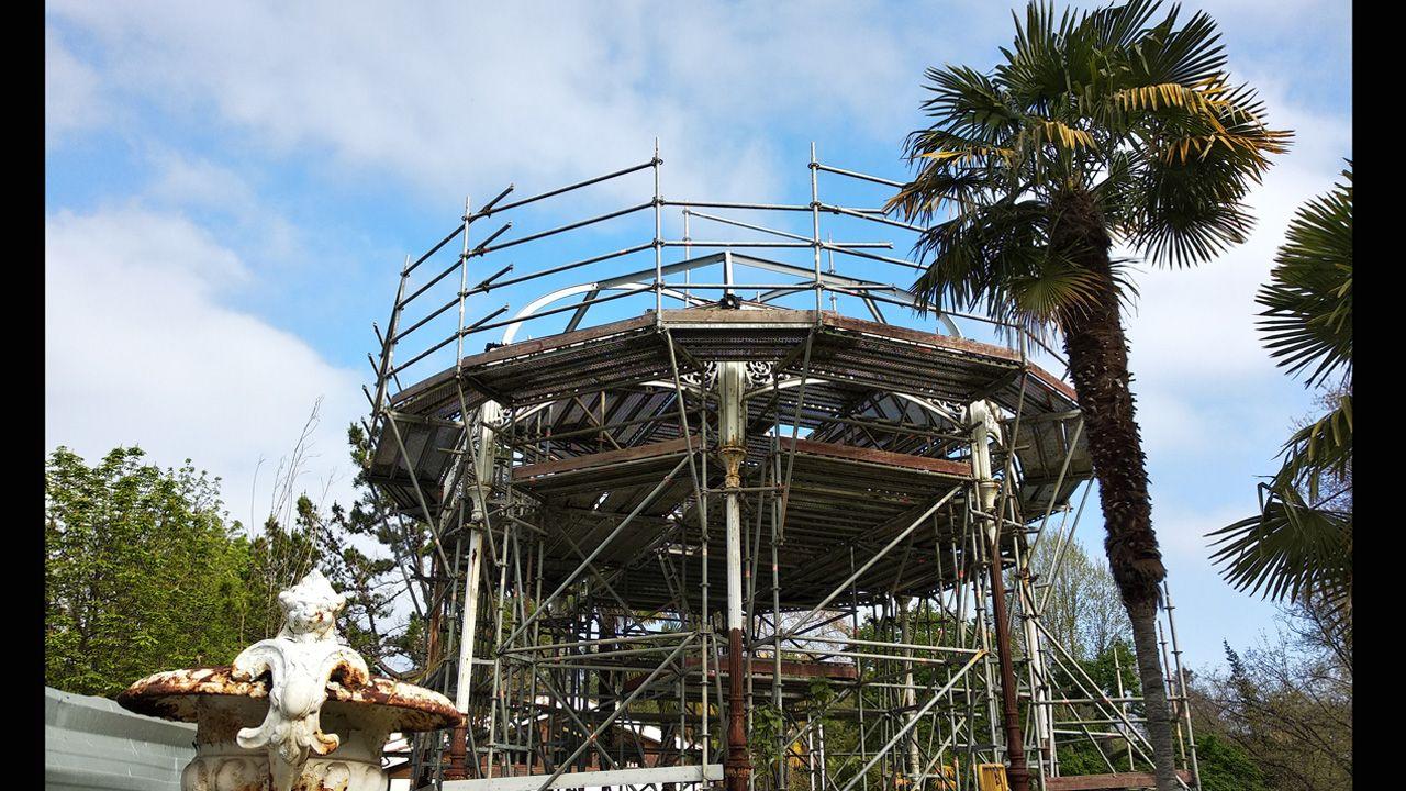 El ruinoso estado actual del quiosco de música del paseo de El Bombé, en el Campo San Francisco