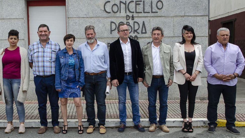 Mónica Rodríguez, segunda por la derecha, hace un año en la foto de familia con los concejales elegidos en los comicios del 2019