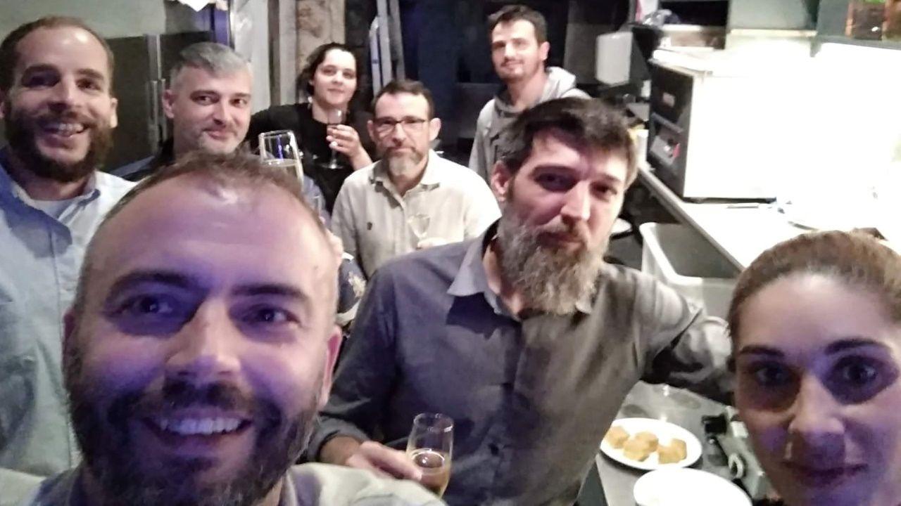 Marcos, en primer término -a la izquierda- junto a sus compañeros