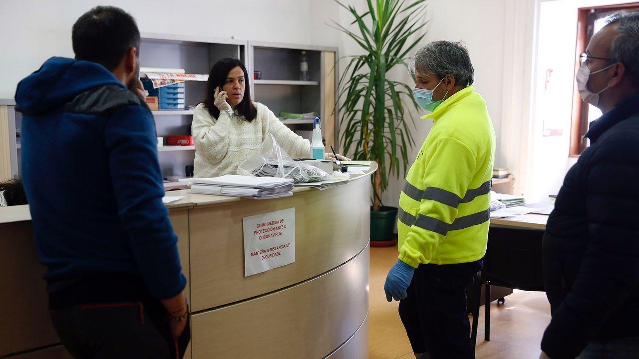 Fernando Martínez, Diego Cobos y Raquel Cundíns, técnicos de emergencias sanitarias de ambulancias