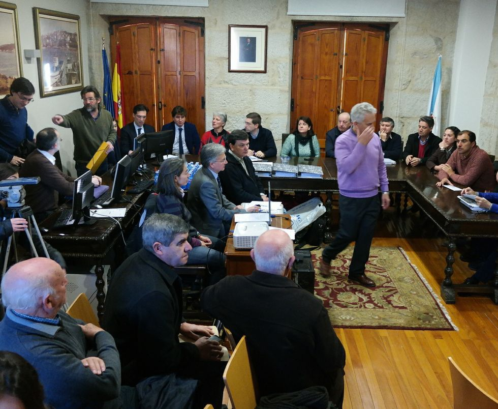 Reunión el pasado miércoles en el Concello de Poio para tratar de avanzar en el conflicto de lindes.