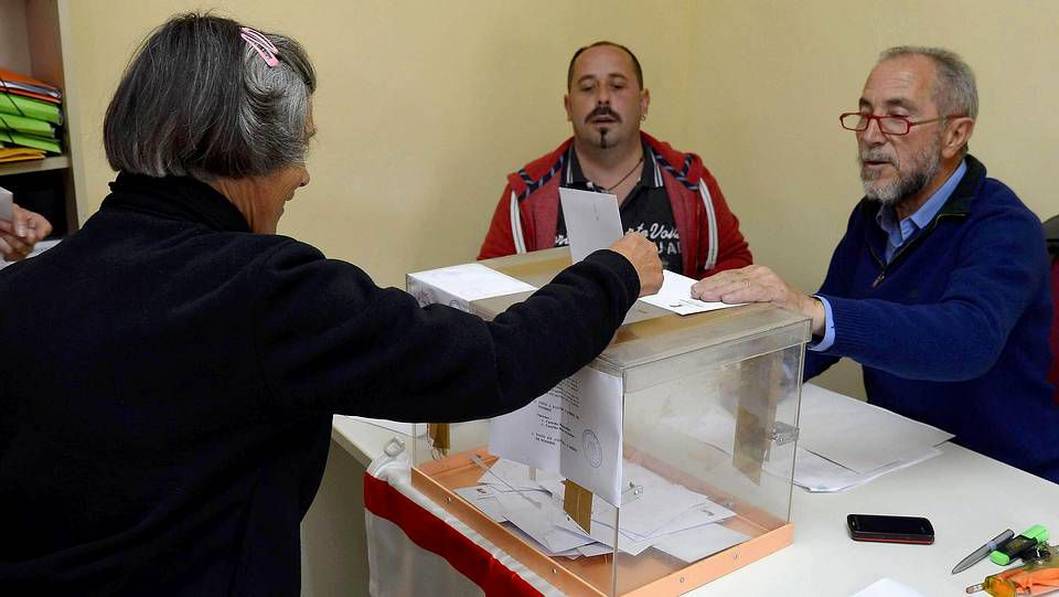 El abrazo de tres religiones.Los 56 vecinos de Castrillo Matajudíos con derecho a voto dicidieron en una urna paralela a la de las elecciones europeas que cambiaban el nombre de la localidad