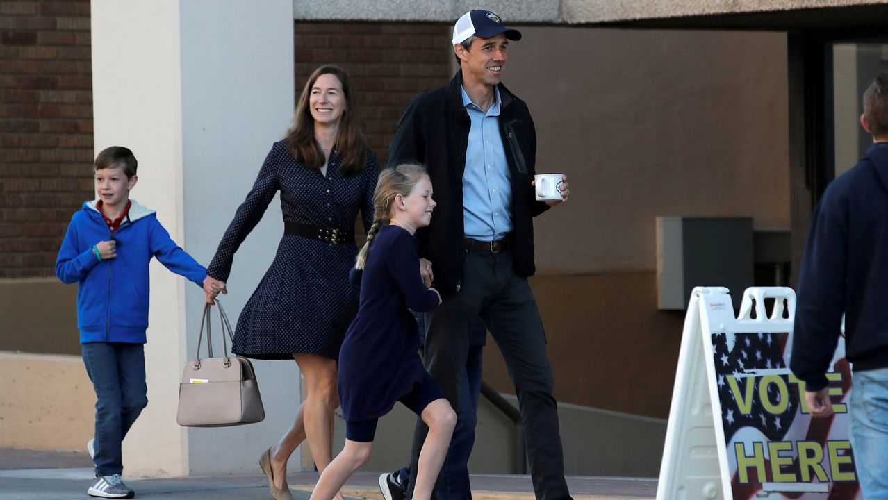 El candidato demócrta Beto O'Rouke, con su familia
