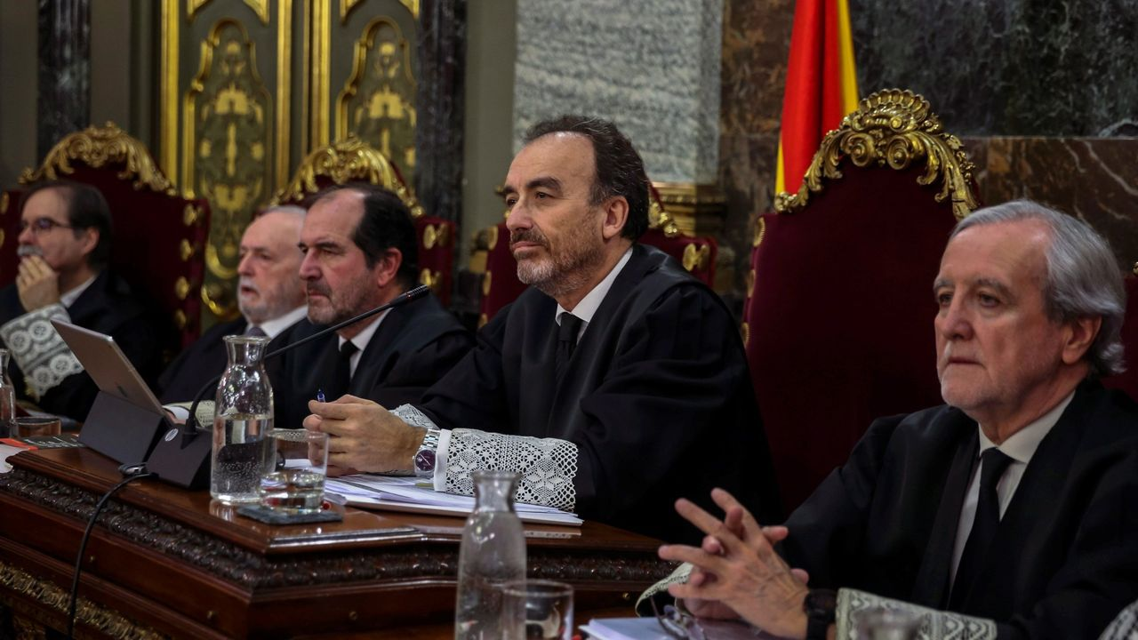 De izquierda a derecha: Andrés Palomo, Luciano Varela, Andrés Martínez Arrieta, Manuel Marchena y Juan Ramón Berdugo