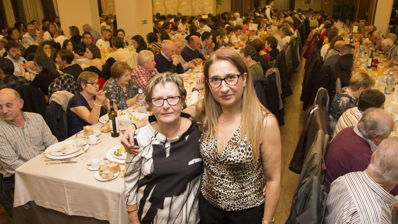 Más de cuatrocientas personas se unieron a la cena de la Asociación Galega de Ataxias.Mercadillo Labshop, en una anterior edición