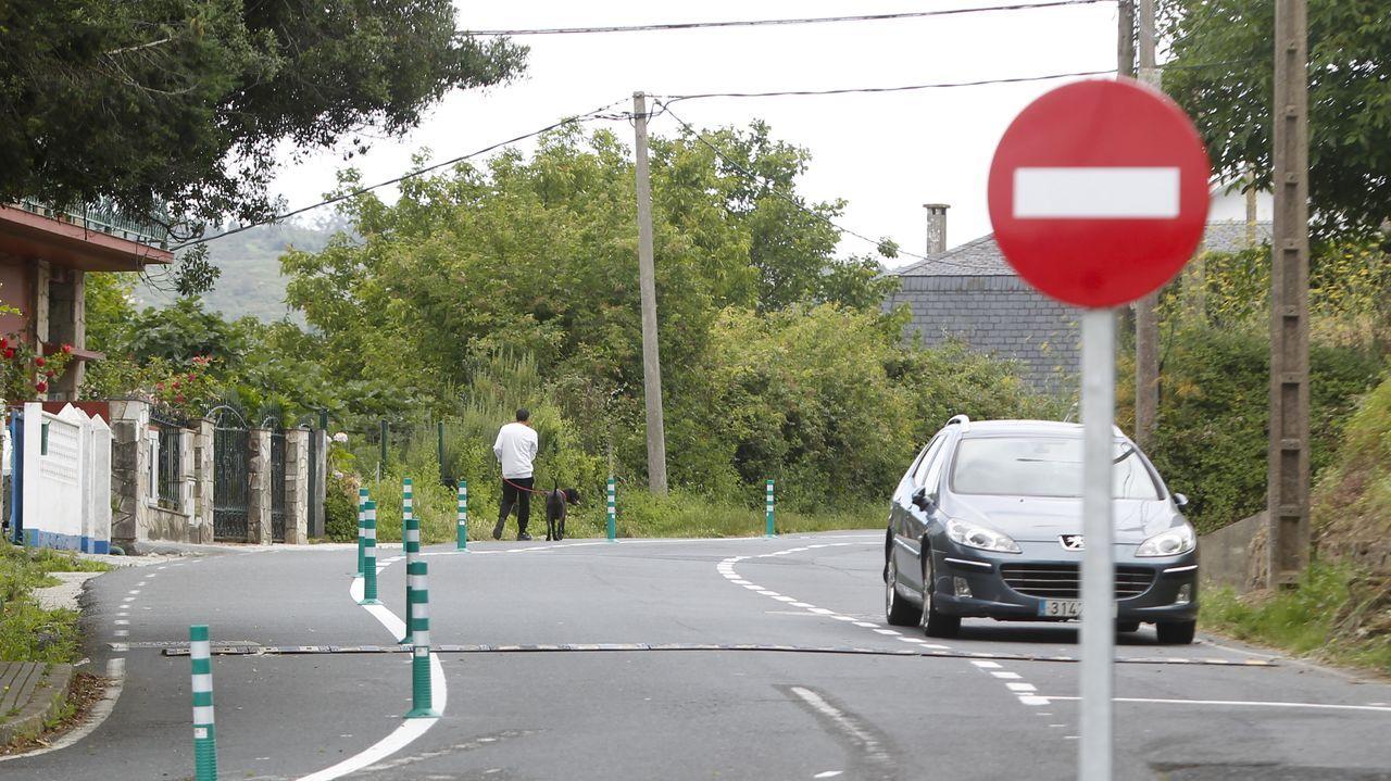Así transcurre la jornada electoral del 12-J en Ferrol.La calle Celso Emilio Ferreiro es ahora de una sola dirección