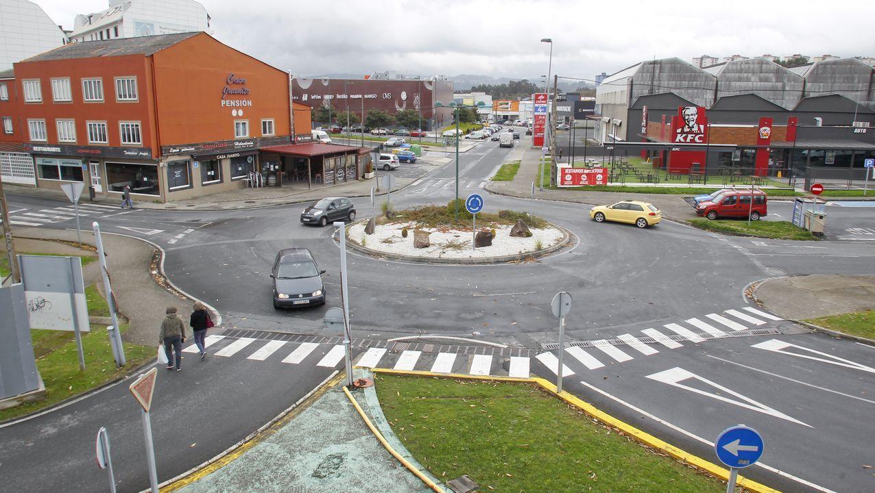 La zona comercial de A Gándara solo es accesible para los vecinos de Ferrol y Narón