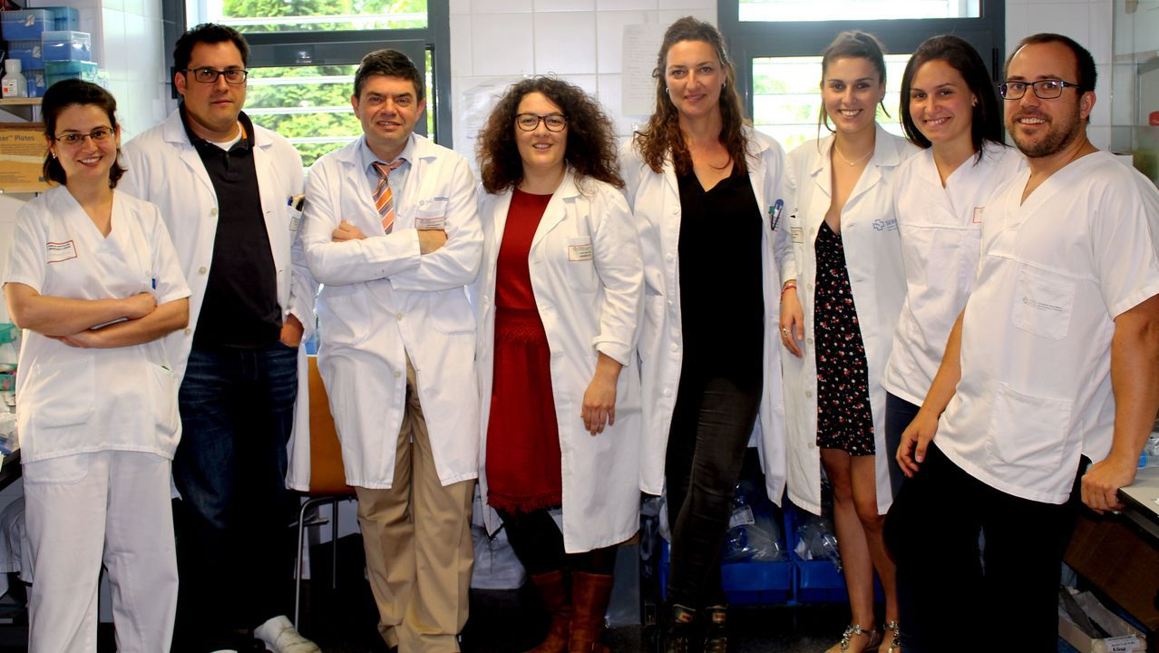 Miembros del equipo de microbiología del Chuac, de A Coruña, que participaron en el hallazgo mundial