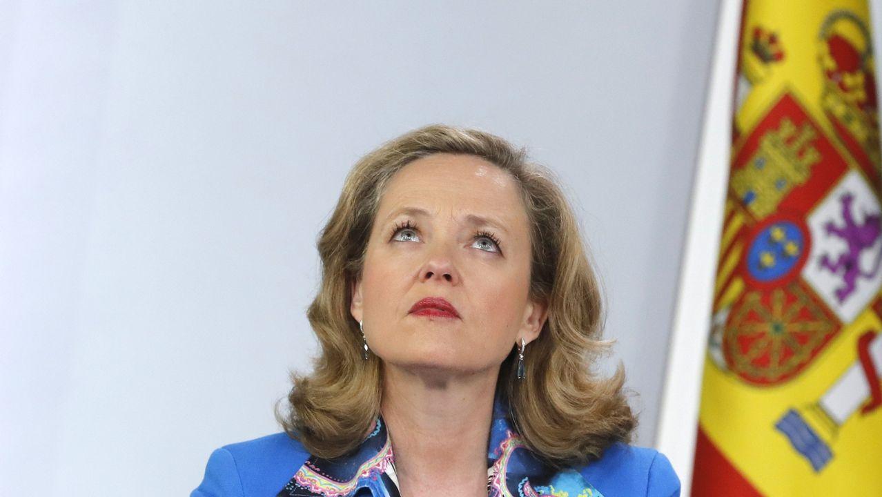 La ministra de Economía, Nadia Calviño, tras el último Consejo de Ministros de la legislatura, el 26 de abril
