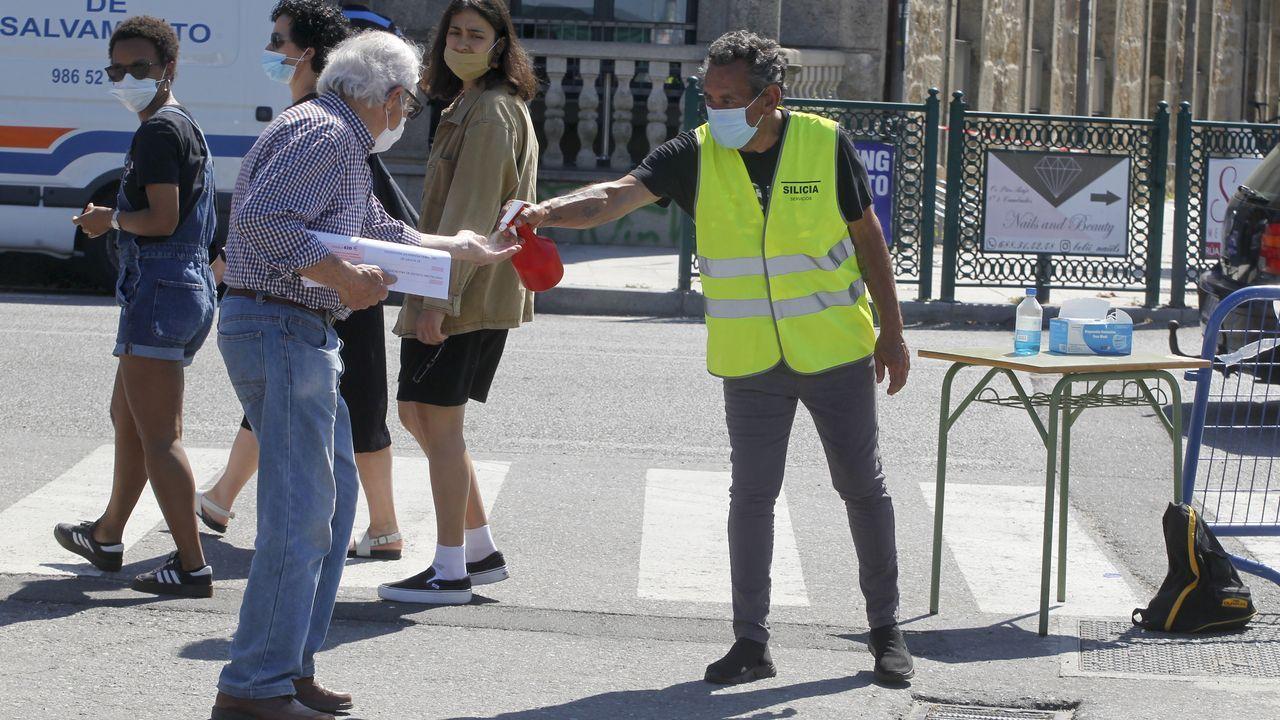 Auxiliares de Policía Local patrullando en Ourense