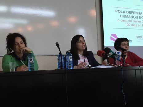 Las tres abogadas proderechos humanos, en una rueda de prensa hoy en Vigo