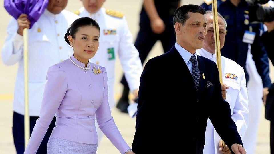 Recuerdo a las miles de víctimas del tsunami.El príncipe heredero anunció su divorcio de la princesa Srirasmi, su tercera esposa.