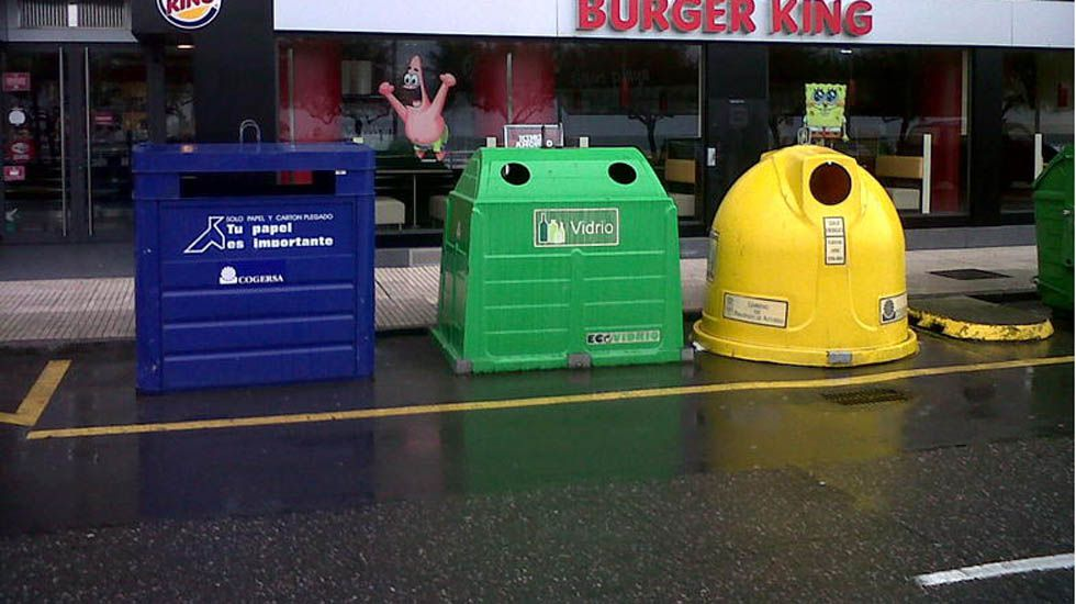 Compost.Contenedores de reciclaje