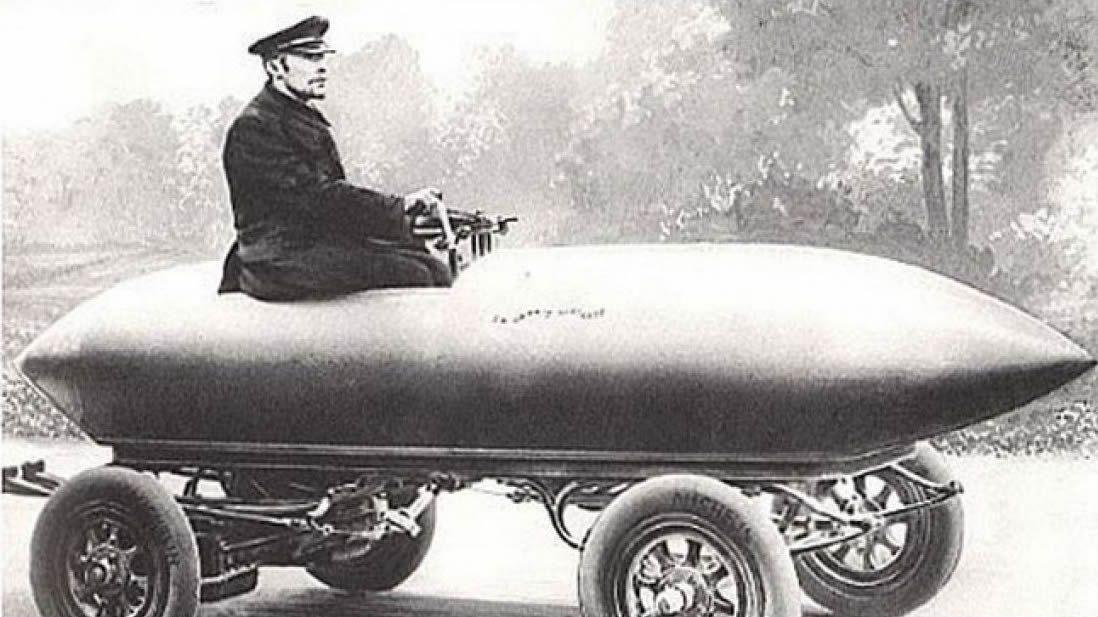 Primera feria de coches en Ribeira.Mini