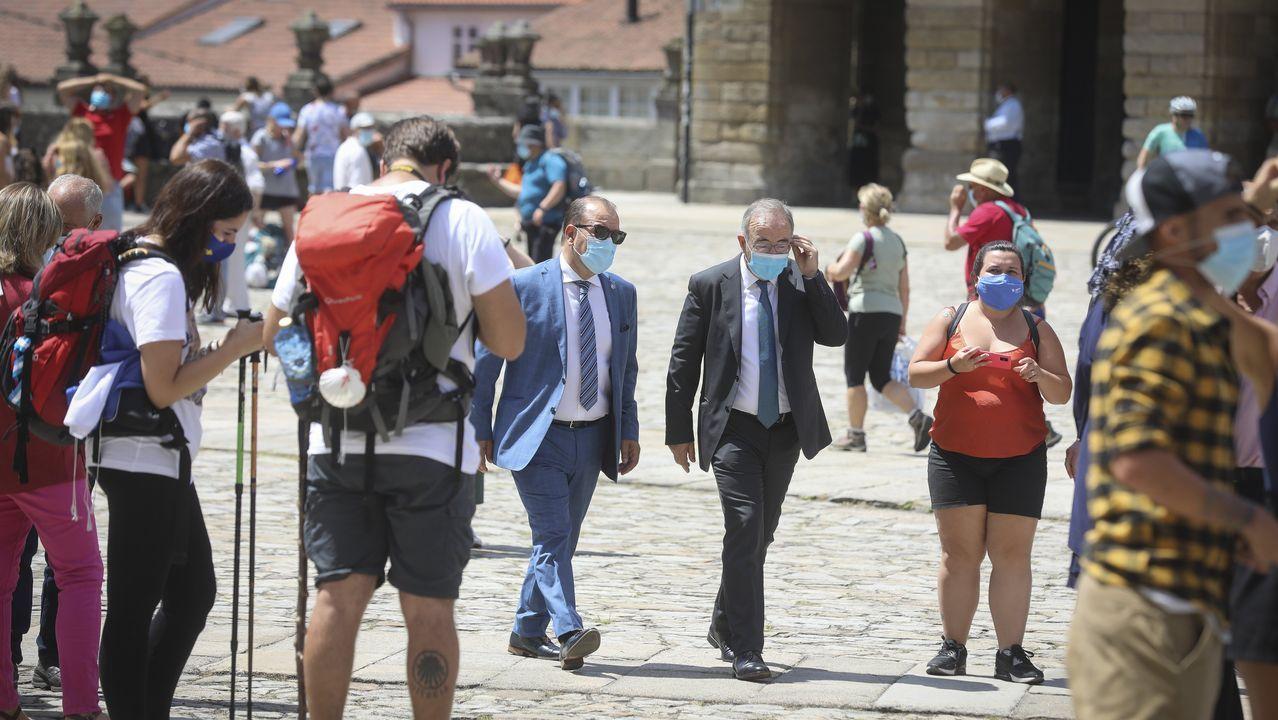 Ambiente en las calles del casco histórico en esta jornada festiva