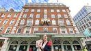 Teresa Gómez-Franqueira, delegada comercial de Coren en Londres frente a la sede de Fortnum & Mason