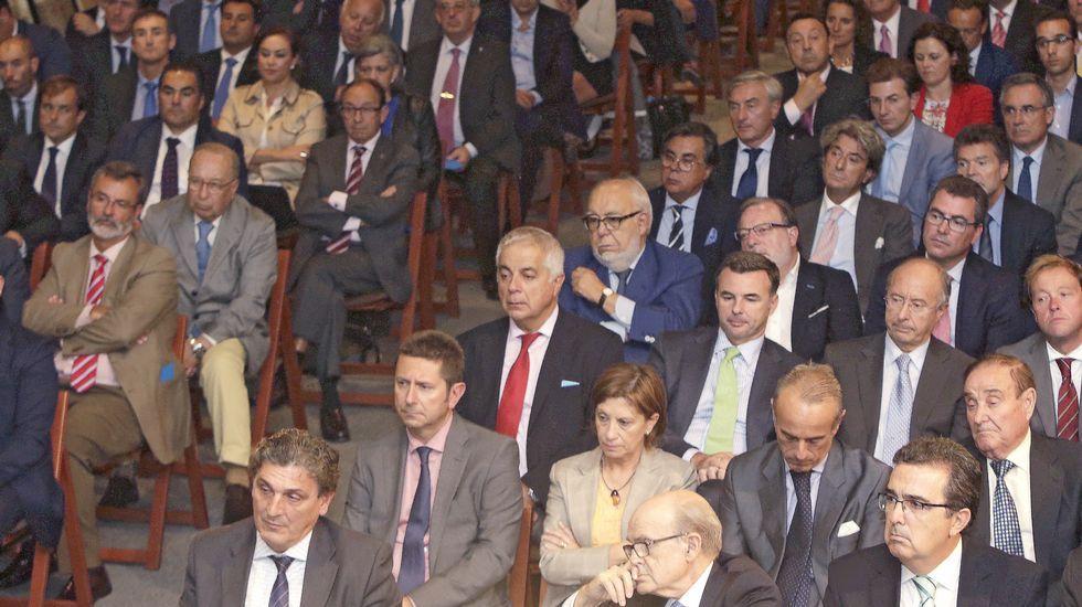 Oliu reclama un pacto presupuestario para cuadrar el déficit e impulsar el crecimiento.Josep Oliu, presidente del Sabadell e Iriberri