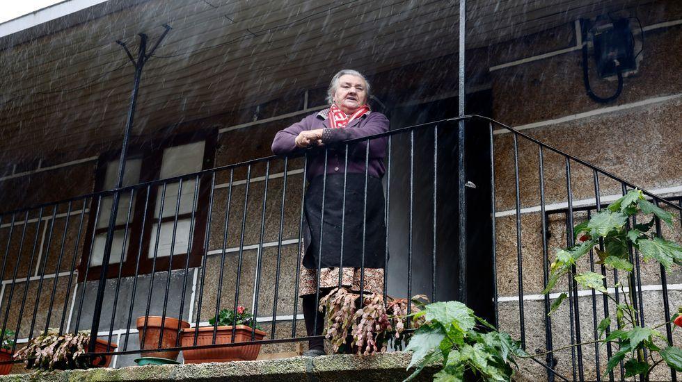 Celebraciones y anécdotas de la lotería de Navidad en la provincia de Pontevedra.María, de 91 años, asegura que el covid no llegó a la aldea pero que, aún así, hay que tenerle miedo