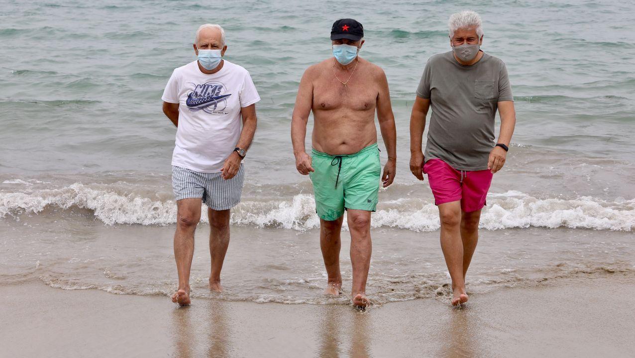 Primer día de mascarilla obligatoria en Galicia en playas y terrazas