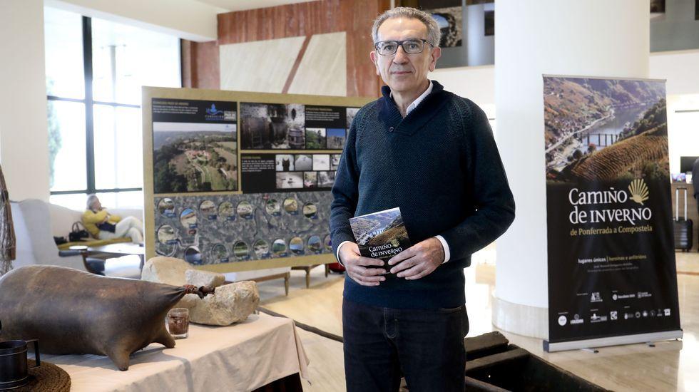 El alcalde de A Arnoia visita a los vecinos.Genoveva Vázquez Calviño.