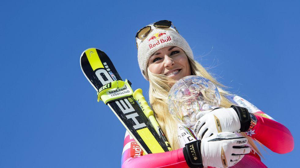 Lindsey Vonn celebra su victoria en la final de la copa del Mundo de Esquí Alpino.